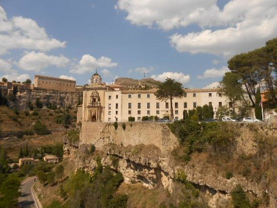Parador de Cuenca: the Parador from the bridge
