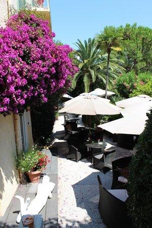 Ideal Sejour Hôtel: Garten