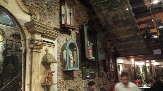Santo Scenarium Bar e Restaurante: Decoração com Santos