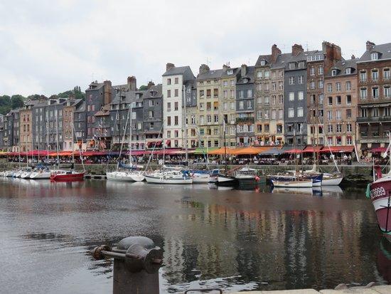 Le Vieux Bassin : レストラン街