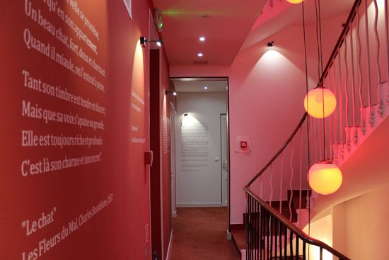 Ideal Sejour Hotel hotel de charme original: Zitate im Treppenhaus