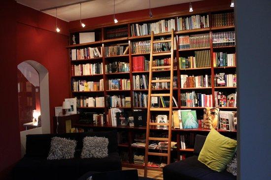 Ideal Sejour Hotel: Bibliothek