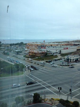 Embassy Suites by Hilton Hotel Monterey Bay - Seaside: Drab view if you don't have a bay view