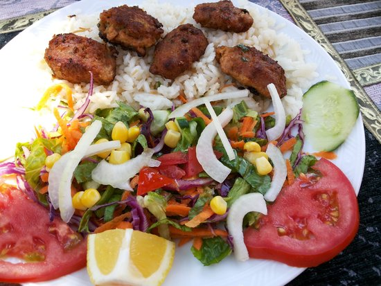 Cafe Safak: Must try! Kofte Meatballs with rice or chips.
