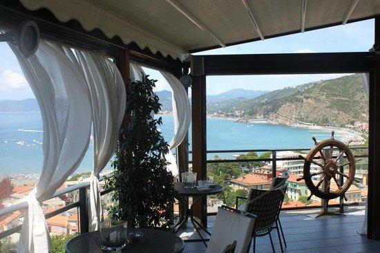 Vis a Vis Hotel : Restaurant on the top floor