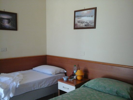 Hotel Garden Napoli : номер...