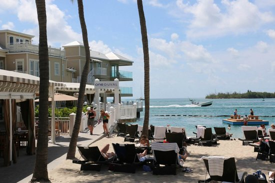 Pier House Resort & Spa : plage et bar