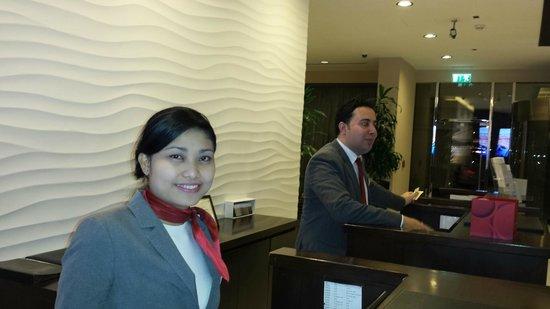 Movenpick Hotel Apartments Al Mamzar Dubai: Front Desk