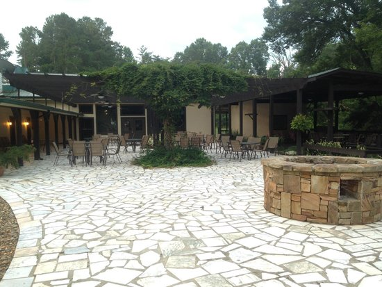 Chattooga River Resort & Campground : Patio outside the Resort Rooms