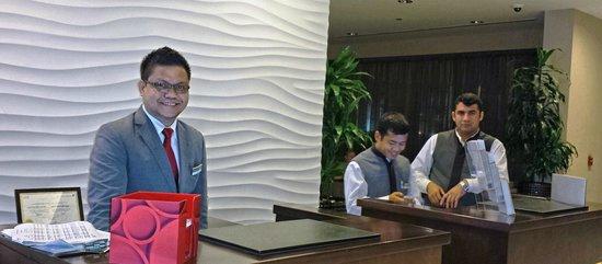 Movenpick Hotel Apartments Al Mamzar Dubai: Concierge & Front desk