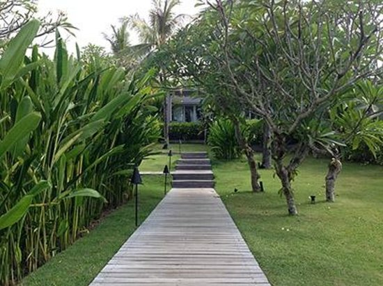 The Lombok Lodge: Pathway to your villas