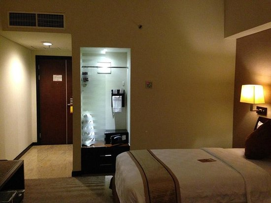 Grand Clarion Hotel & Convention Makassar: Room