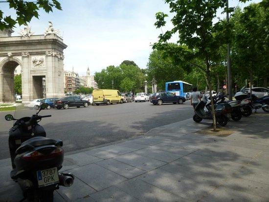 Puerta de Alcalá: Puerta de Alcala - bom passeio