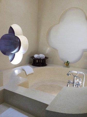 Phulay Bay, A Ritz-Carlton Reserve: Ocean Pavillion 57 - sunken bath tub