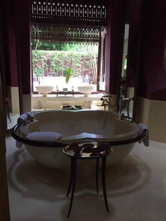 Phulay Bay, A Ritz-Carlton Reserve: Reserve Pool Villa 28 - indoor bath tub