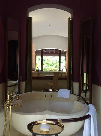 Phulay Bay, A Ritz-Carlton Reserve: Reserve Pool Villa 28 - view from bathroom to bedroom