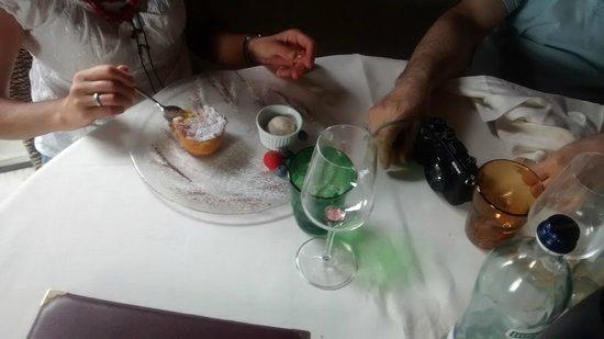 L'Hosteria di Mosciano: soufflé all'ananas e gelato al maraschino