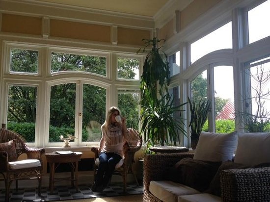 Shafer Baillie Mansion: Coffee in the sun room