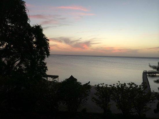 Turquoise Bay Dive & Beach Resort : Sunset