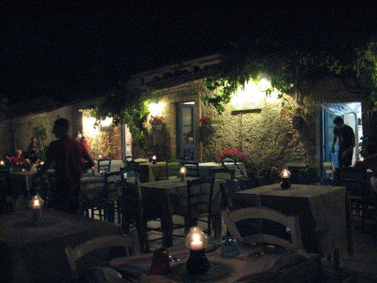 Taverna la Cialoma: Cena en plein air...