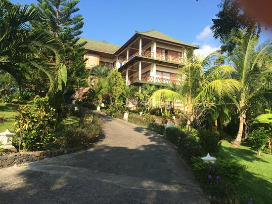 Puri Wirata Dive Resort and Spa Amed: Oh boy, THAT hill!!