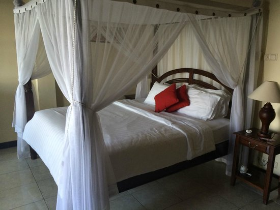Puri Wirata Dive Resort and Spa Amed: A big comfy bed