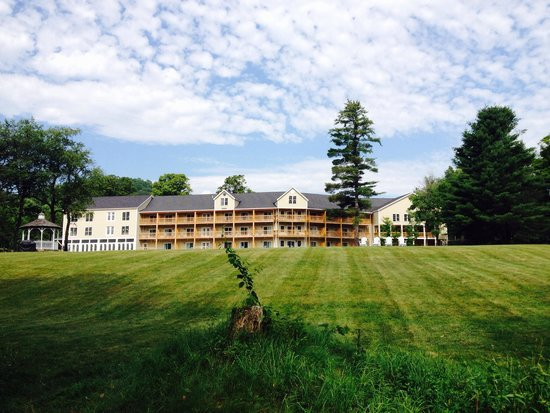 506 On The River Inn: View of Inn from the river