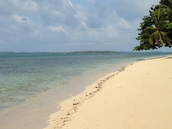 Pulau Joyo: morning at the beach