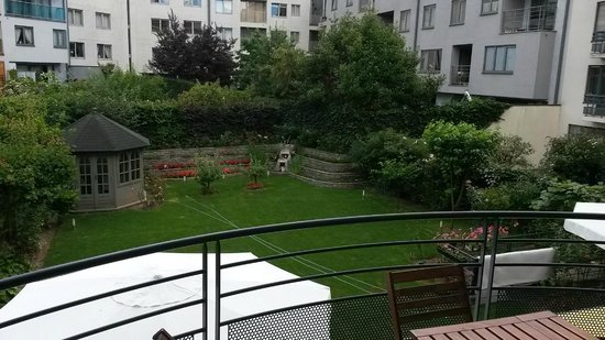 Housingbrussels: View from our balcony overlooking the interior courtyard where breakfast is served.