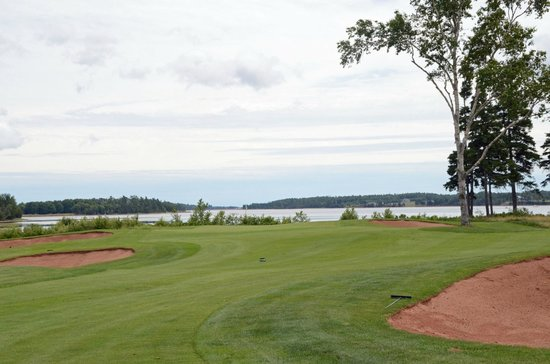 Dundarave Golf Course: Approach to #7