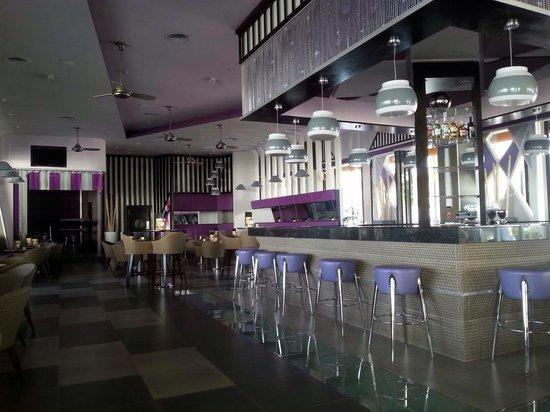 Hotel Riu Palace Jamaica: Bar and lounge of riu hotel!!