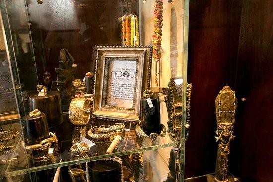 Victoria Falls Safari Club: The Club jewellery store located in the lounge area