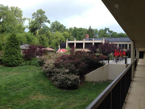 Clarion Inn & Suites New Hope-Lambertville: A view of the pool area from outside of our room.