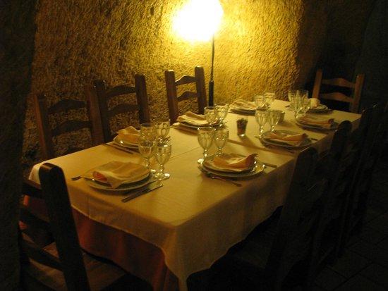 Cueva Restaurante Los Poinos: MESA