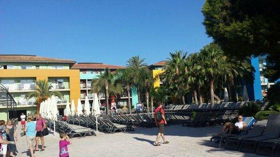 Occidental Menorca: veduta della piscina piccola e grande dalla mia stanza