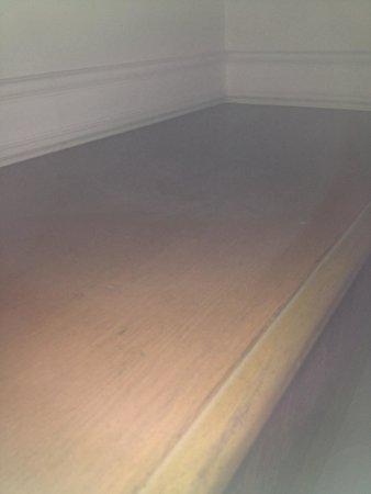 Il Gattopardo Relais : Mensola piena di polvere