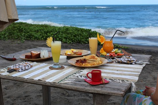 Hotel Tugu Bali : Breakfest at the Beach