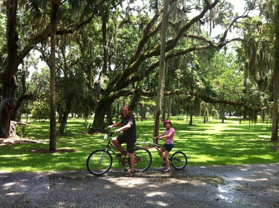 Jekyll Island Club Resort : Rental bikes on the grounds of the hotel