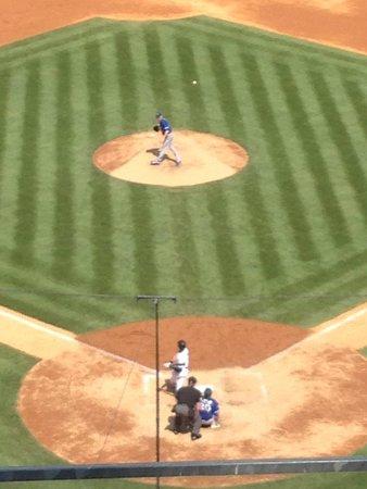 Yankee Stadium: Jeter at bat