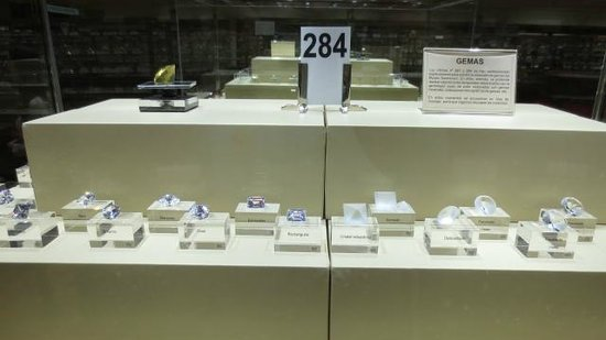 Museo Geominero: Muitas pedras preciosas brasileiras