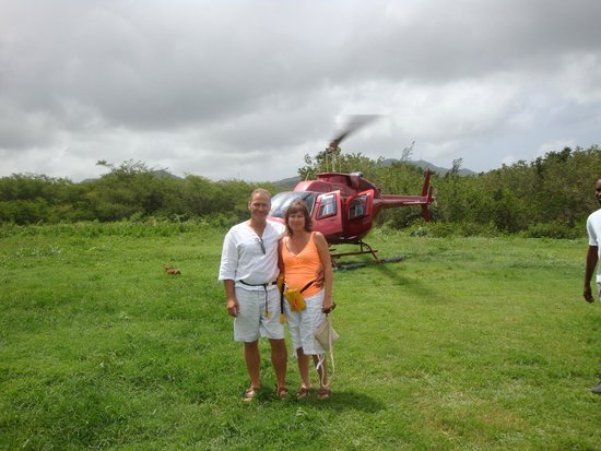Caribbean Helicopters: happy couple