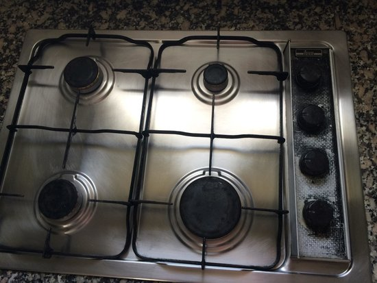 HG Tenerife Sur Apartments : Greasy cooker I cleaned