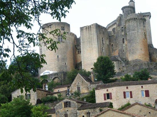 Côté Granges : château de Bonnaguil