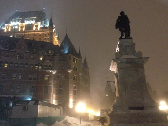 Fairmont Le Chateau Frontenac : Le Chateau at night