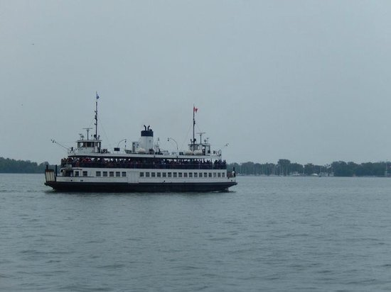 Centre Island: The ferry on its way to the island