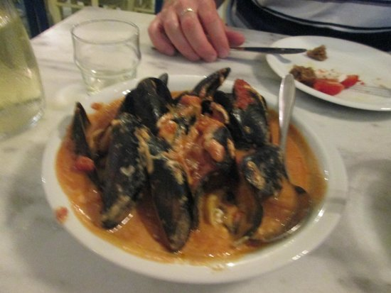 Mussels saganaki picture of ammos restaurant perivolos for Ammos authentic greek cuisine