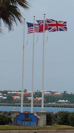 Grotto Bay Beach Resort & Spa : Bermuda Airport
