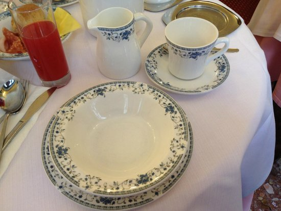 Hotel Firenze: Breakfast table setting