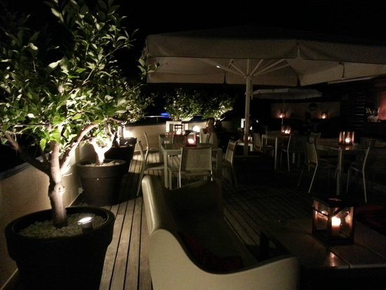 Hotel America Barcelona : Rooftop bar by night