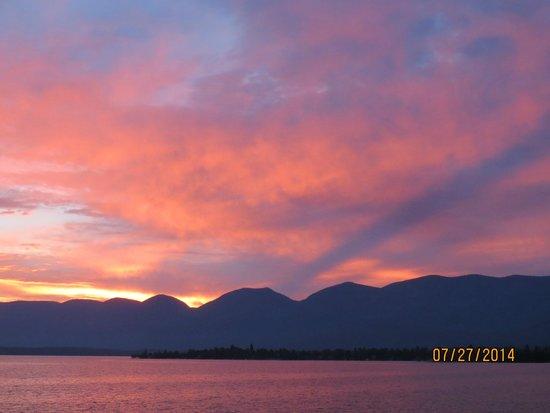 KwaTaqNuk Resort & Casino: Glorious sunrise with lakeside room